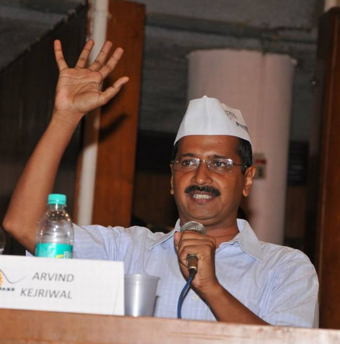 Aligning with Cong or BJP will be like cheating people: Kejriwal