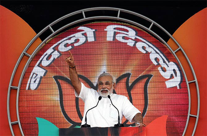 Gujarat CM Narendra Modi addresses the crowd in Delhi