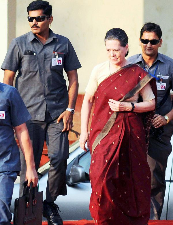 Sonia Gandhi being protected by Special Protection Group agents