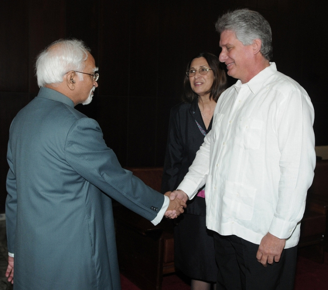 Vice President Hamid Ansari meets Miguel Diaz-Canel Bermudez, first vice minister of Cuba in Havana