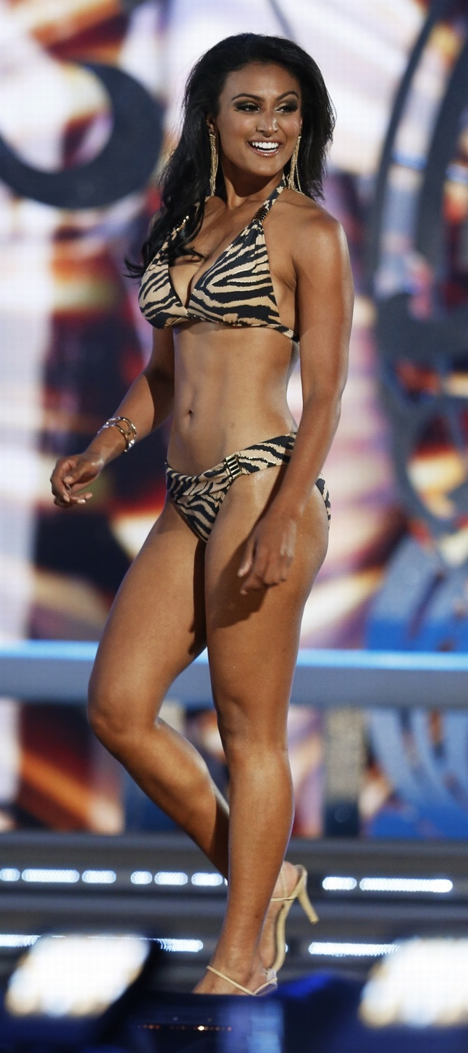 Nina Davuluri competes in the 2013 Miss America Pageant