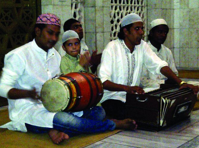 The Nizami brothers performing at Hazrat Imayat Khan's dargah in Nizamuddin