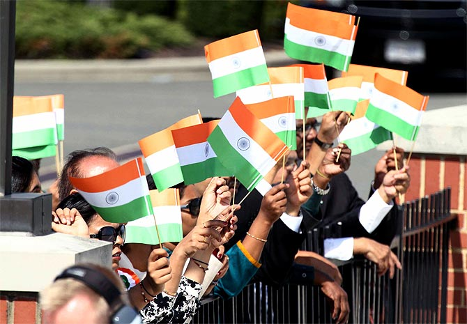 Indian supporters welcome Dr Singh in Washington, September 26, 2013.