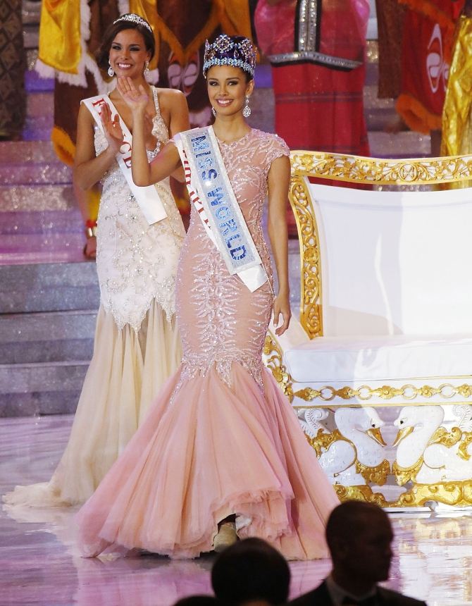 Miss Philippines, Megan Young waves as she is crowned Miss World during Miss World 2013 in Nusa Dua, Indonesia