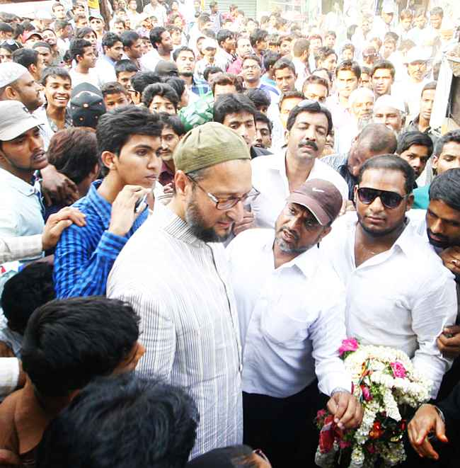 Asaduddin Owaisi campaigns in Hyderabad