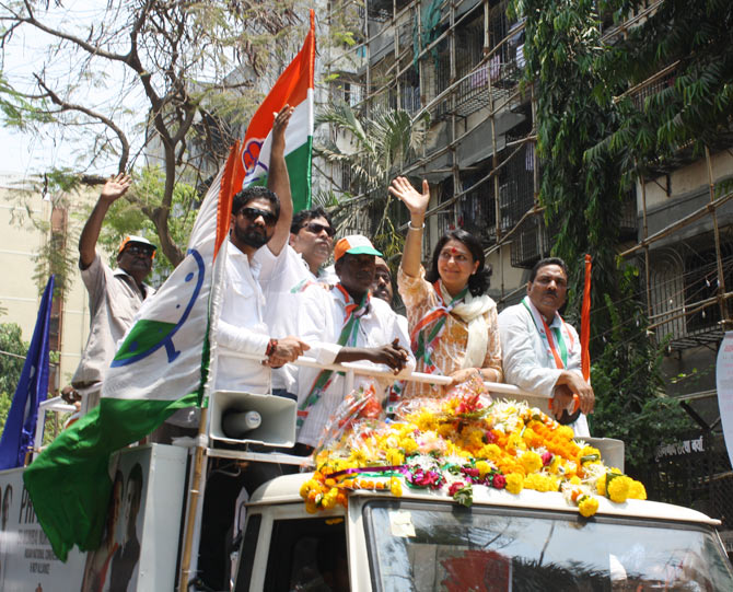 Priya Dutt campaigns in the Mumbai election.