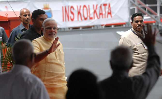 PM Modi addresses the crowds during the commissioning.