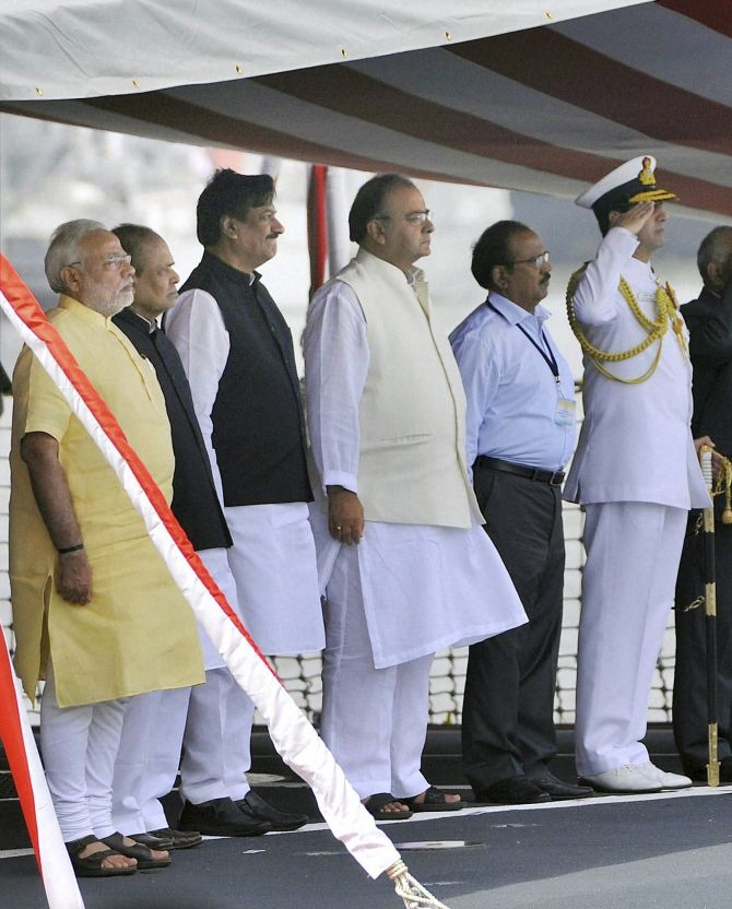 Prime Minister Narendra Modi along with Maharashtra Governor K Shankarnarayanan, Maharashtra CM Prithviraj Chavan, Defence Minister Arun Jaitley and Admiral RK Dhowan, Chief of Naval Staff during the commissioning ceremony of INS Kolkata