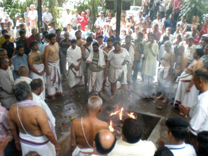 Family, friends, admirers and disciples of yoga guru B K S Iyengar gathered at the Vaikunth crematorium.