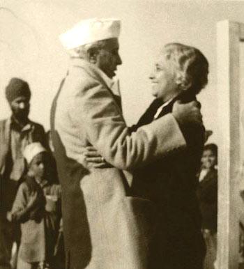 Vijaya Lakshmi Pandit with her brother Jawaharlal Nehru
