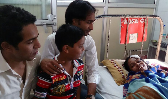 Amjad and Nasim Chaudhary, the heroes who rescued Monica, with her brother between them, visit her at Mumbai's KEM hospital.