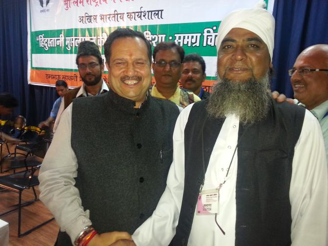 Indresh Kumar with a Muslim delegate from Madhya Pradesh at the Muslim Rashtriya Front conclave on December 14, 2013.