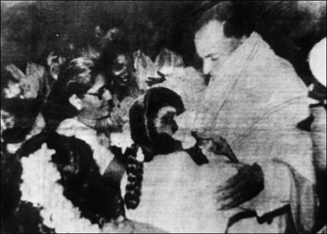 Assassin Dhanu interacts with then prime minister Rajiv Gandhi at Sriperumbudur just before setting off the explosive attached to her body, in this file photograph from May 21, 1991.