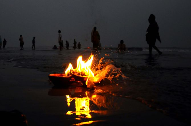 PIX: Makarsankranti dip at Gangasagar in evening hours after 65 yrs