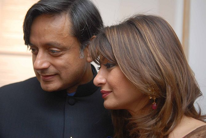 Tharoor moves HC over preserving Sunanda's tweets