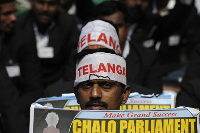 Pro-Telangana supporters protest in Delhi
