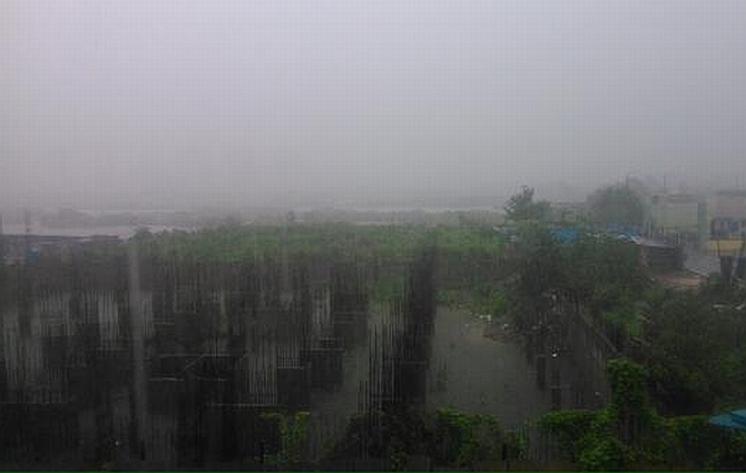 Heavy downpour in Navi Mumbai