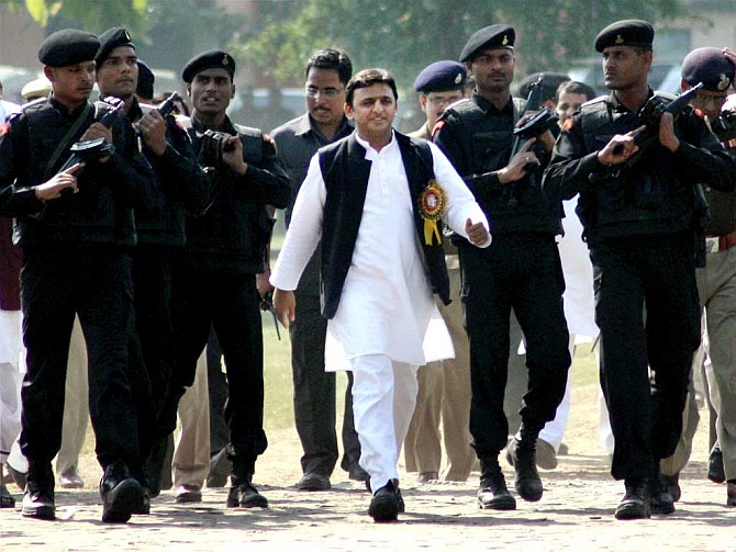 Lalu, Akhilesh lose VIP security cover