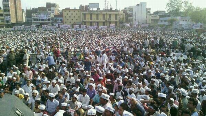 Crowds gathered to attend Kejriwal's rally in Varanasi
