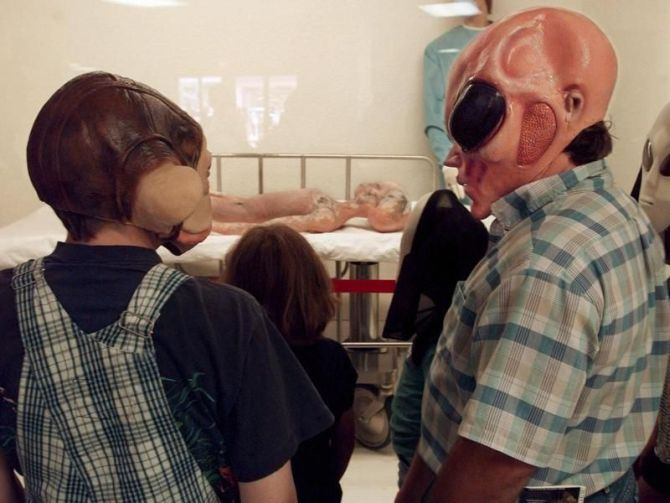 Tourists wearing the alien masks at the Roswell museum.