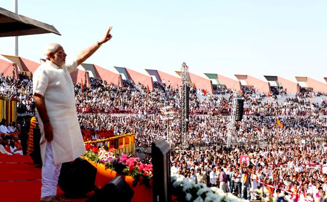 Narendra Modi waving to his thousands of supporters.
