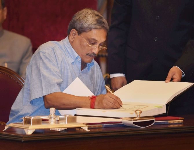Parrikar changes the rules, to allow agents in defence deals