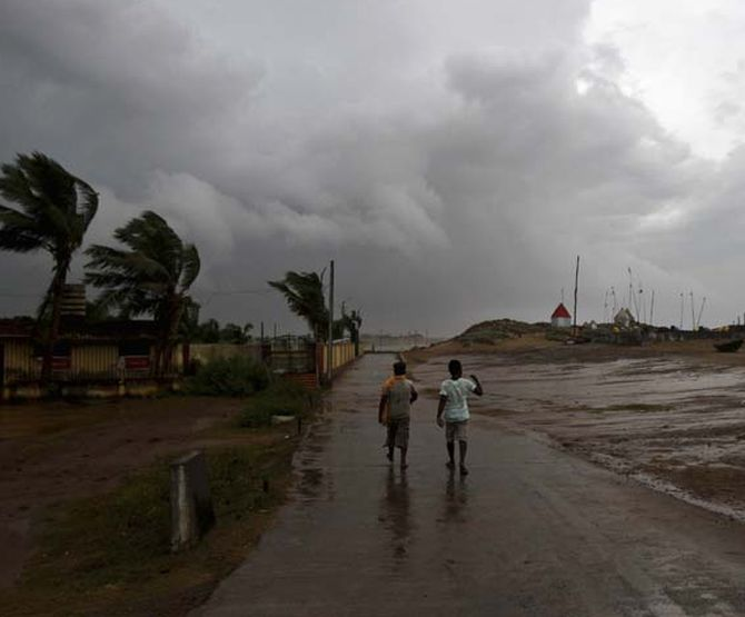IMD warns of cyclonic storm over Maharashta, Gujarat