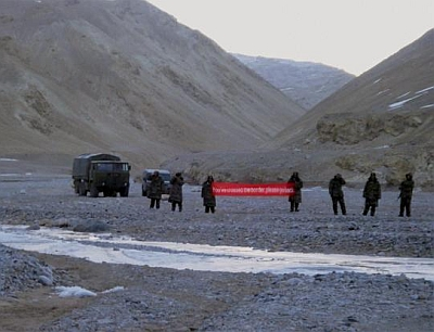 A Chinese troops with a banner ask Indian soldiers to 'go back' in Ladakh