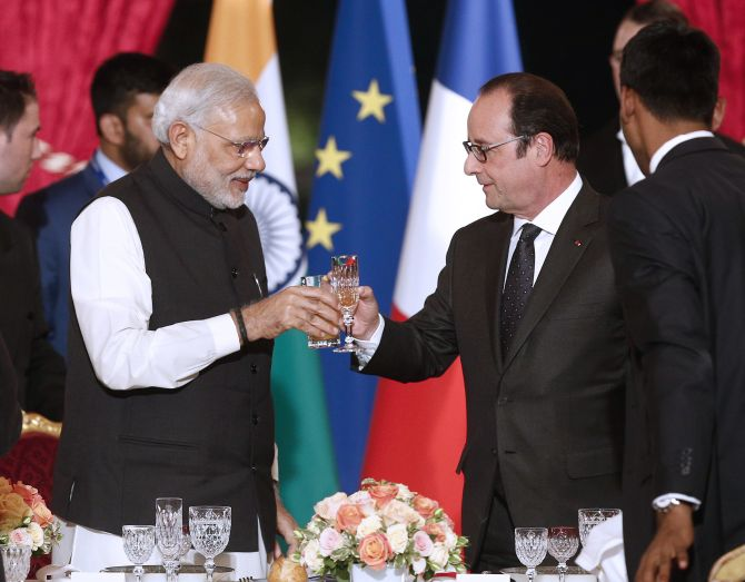 Prime Minister Narendra Damodardas Modi and then French president Francois Hollande raise a toast at the state banquet in the Elysee Palace after signing the Rafale deal. Photograph: Reuters