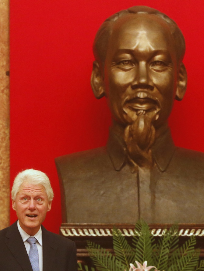 Bill Clinton with a statue of Ho Chi Minh in Hanoi
