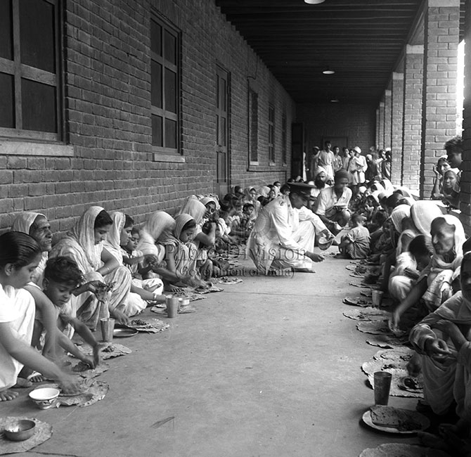 Refugees from West Punjab at the Wavell Canteen