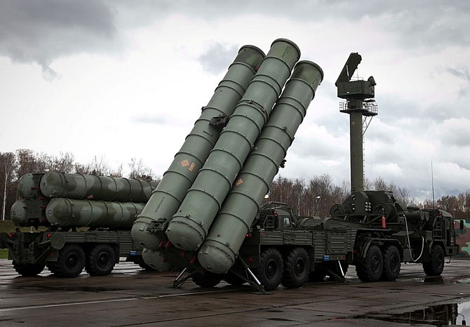 India to buy Russian S-400 Triumf air defence missile systems