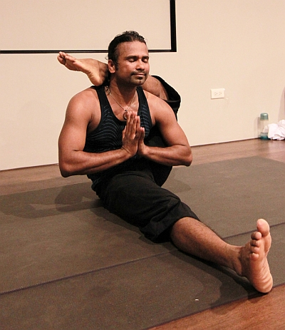 indian sets guinness yoga record in hong kong  rediff