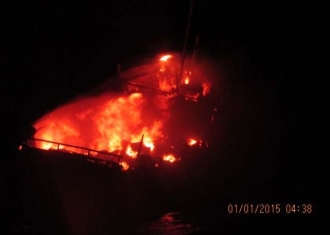 The Pakistani boat on fire on the night of December 31, 2014.
