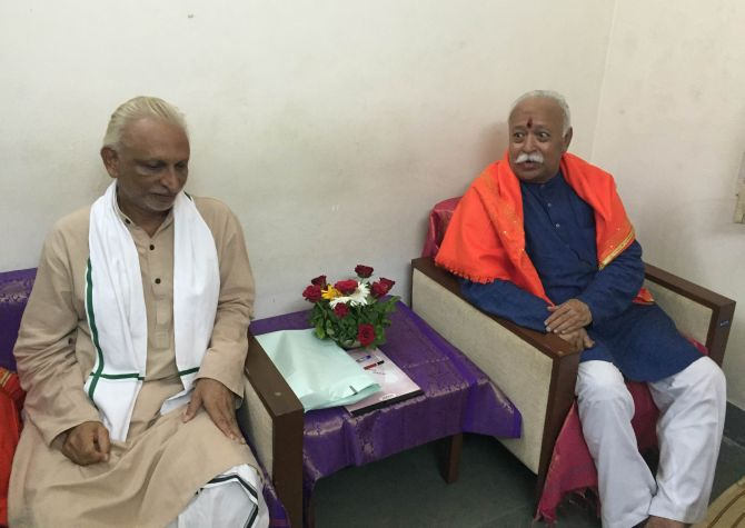 Sri M with RSS chief Mohan Bhagwat
