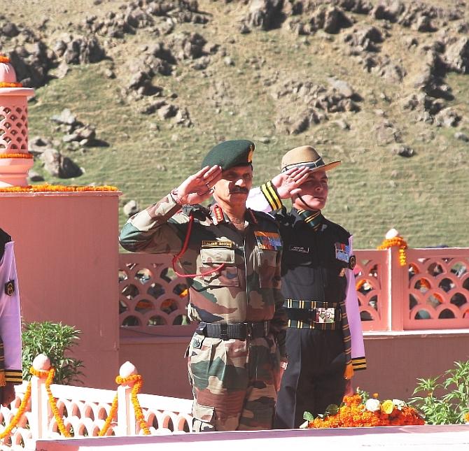 India salutes its fallen heroes on Kargil anniversary