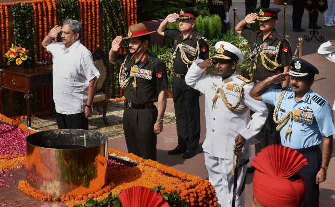 Defence Minister Manohar Parrikar, left, with the army chief, the vice chief of the navy and the air chief at at the Amar Jawan Jyoti Memorial on Kargil Diwas Day.