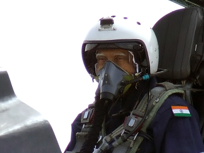 Kalam to Rajnath: Leaders who flew in fighter jets