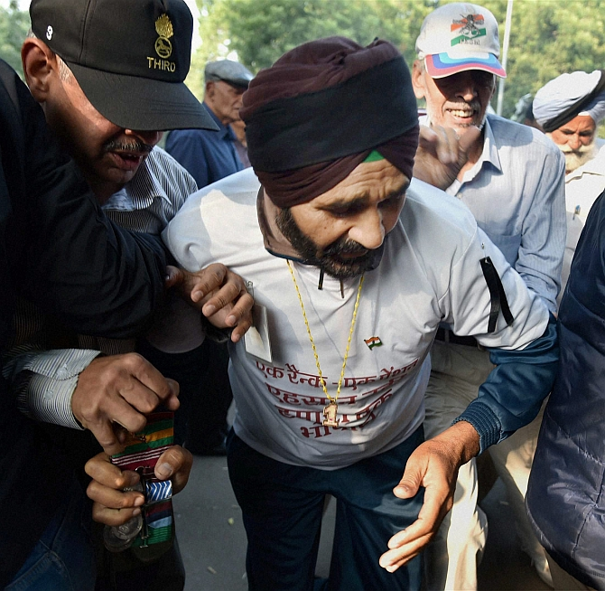 OROP: Protesting veterans attempt to burn medals