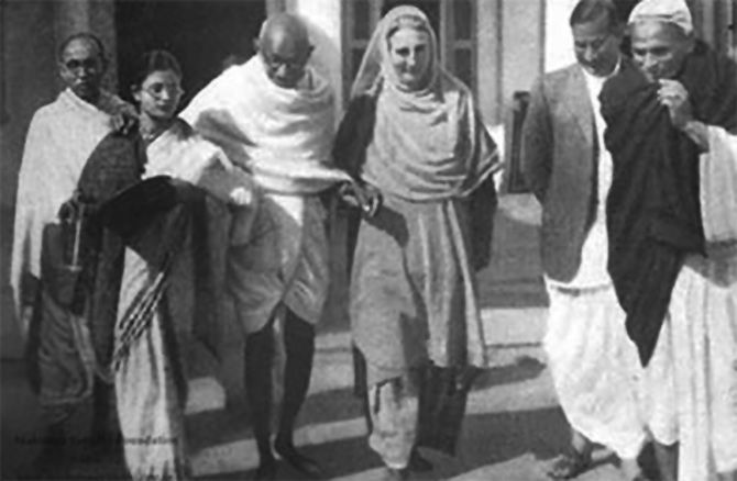 Gandhi leaves for a prayer meet