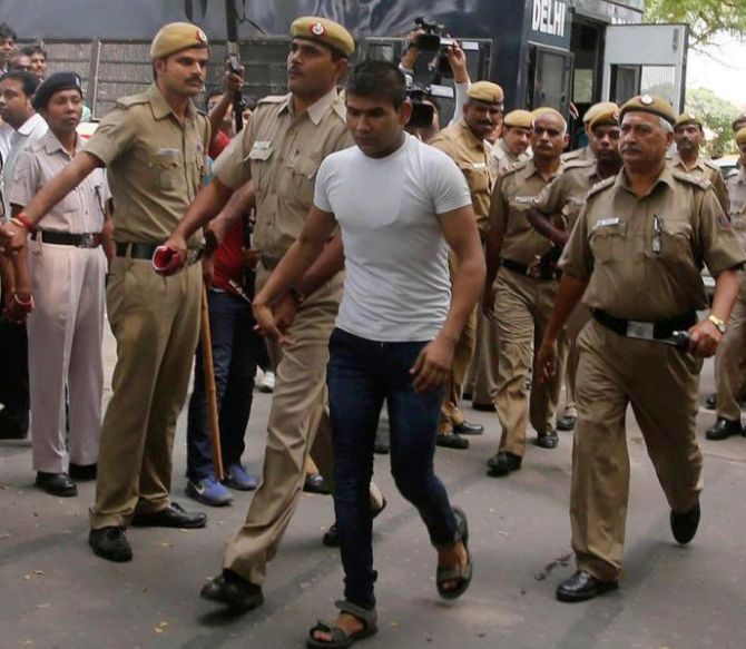 Nirbhaya convict Vinay Sharma tries to hurt self