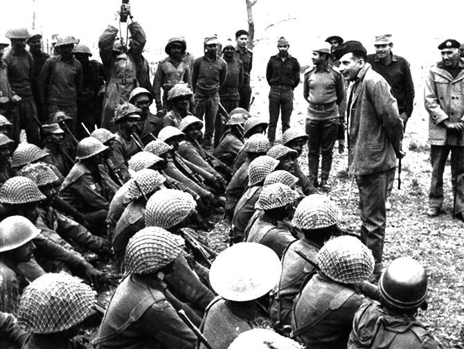 Army Chief Sam Manekshaw with troops during the Indo-Pak war of 1971