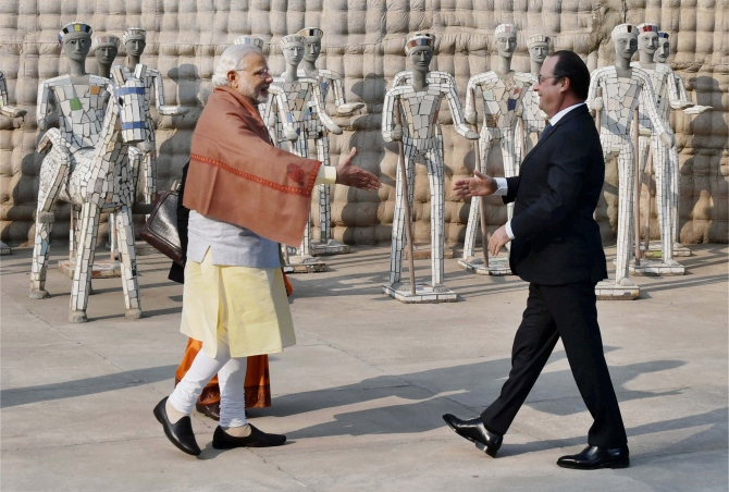 Modi greets French President Francois Hollande at Chandigarh's Rock Garden