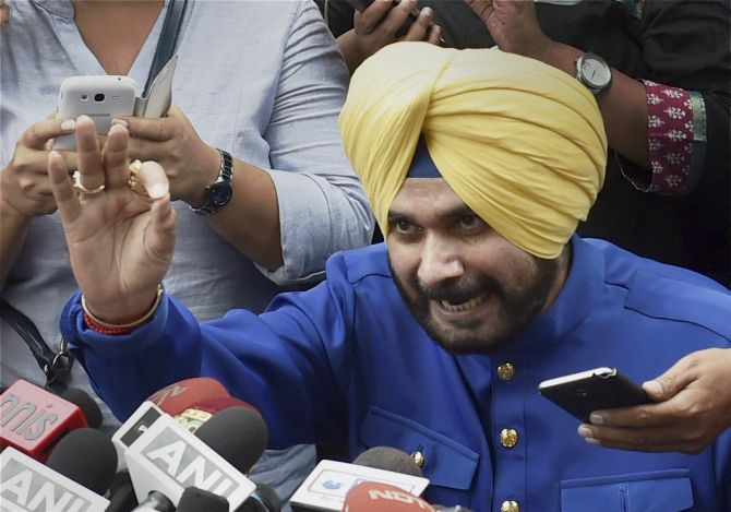 Sidhu meets Rahul; likely to join Congress soon