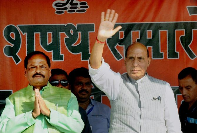 Jharkhand Chief Minister Raghubar Das, left, with Union Home Minister Rajnath Singh at an event in Ranchi, June 26, 2016. Photograph: PTI Photo