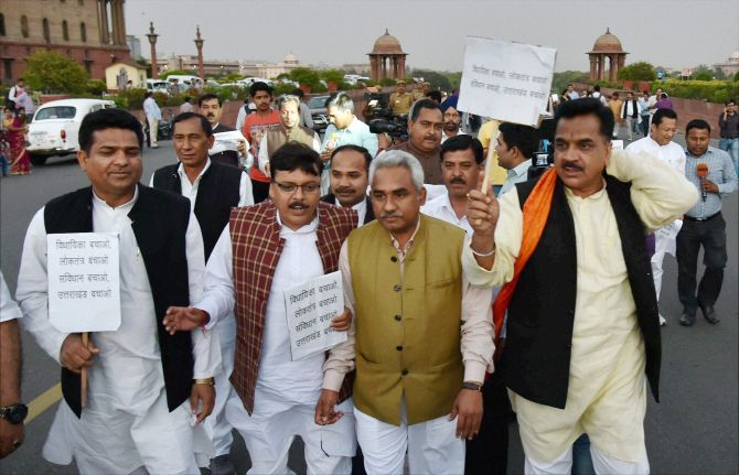 A BJP delegation from Uttarakhand marching to Rashtrapati Bhavan.