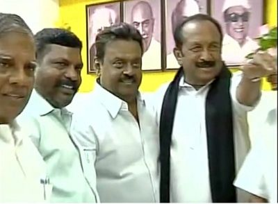 'You will be the king, kingmakers will make you the king,' Vaiko, right, told Vijayakanth, second from right, adding, the alliance will be known as the 'Captain Vijayakanth Front'