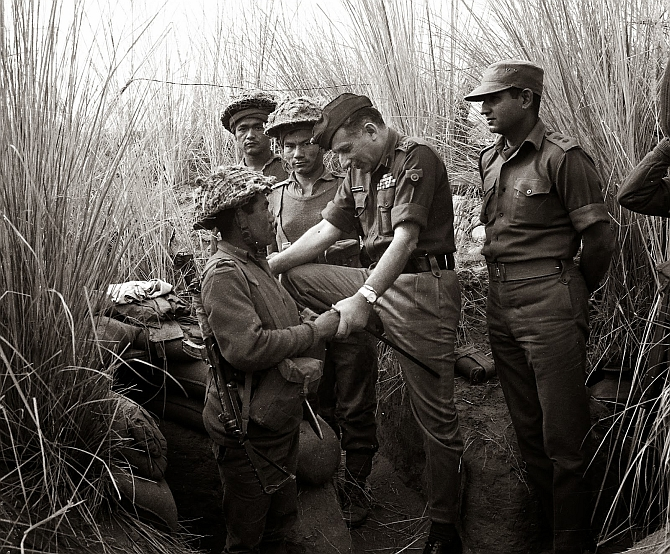 General Maneckshaw with Indian troops in the 1971 War