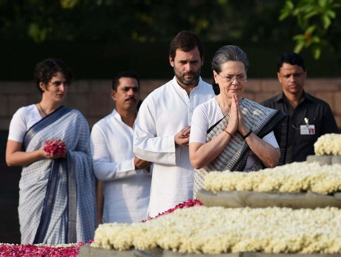 Congress President Sonia Gandhi and her son, party Vice-President Rahul Gandhi, and daugher Priyanka Gandhi pay homage to Rajiv Gandhi, May 21, 2016.