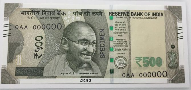 First Look: New notes of Rs 500, 2000